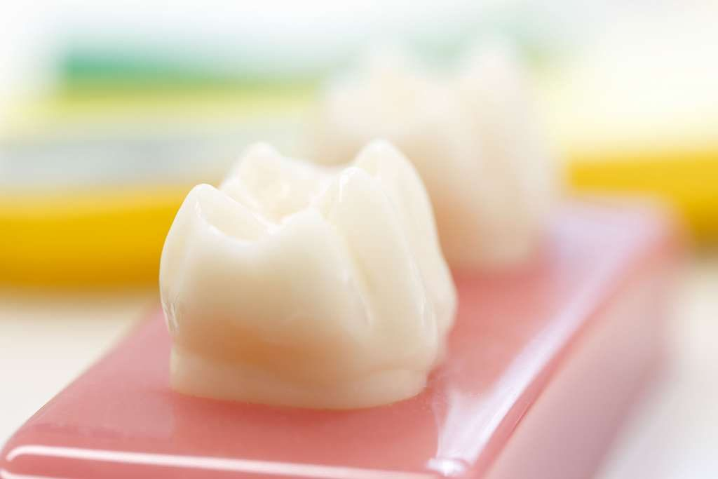 Künstlicher Zahn